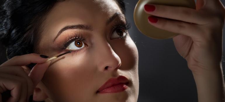 Brunette Lady posing with long Eyelashes
